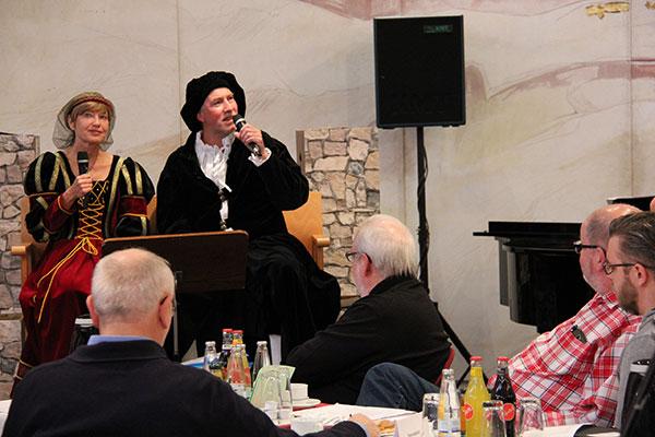 Pfarrerin Holdmann und Pfarrer Korn als Luther und Katharina von Bora; Foto: Ev. Kirchenkreis Duisburg